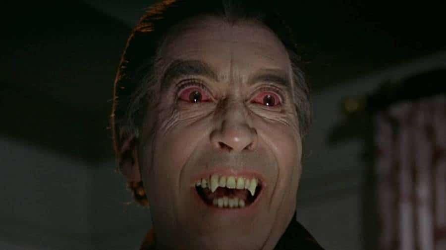 Dracula Has Risen from the Grave / Dracula et les femmes (1968)